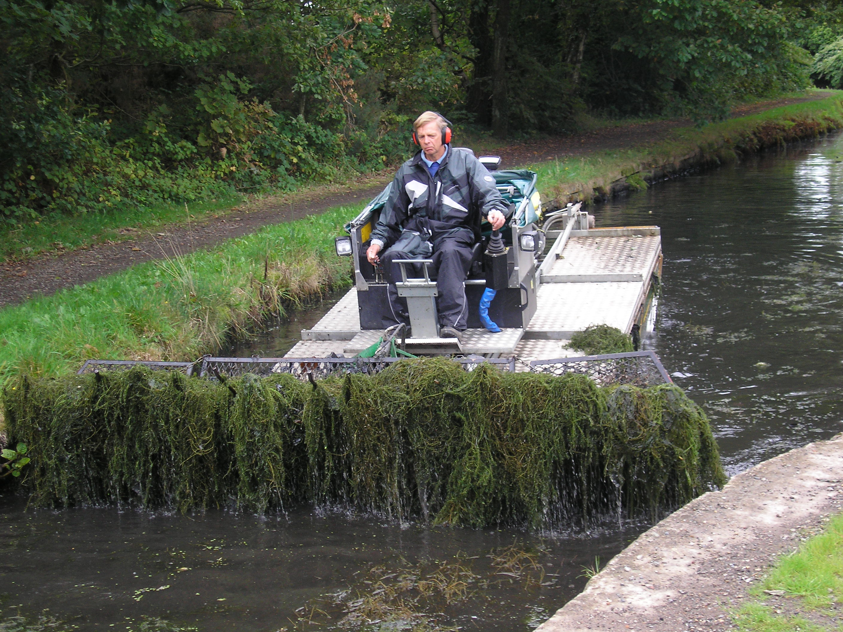 aquatic weed cutting